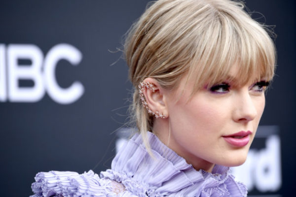Taylor Swift Reveals Mom Andrea Has Been Diagnosed With a Brain Tumor  #Trending