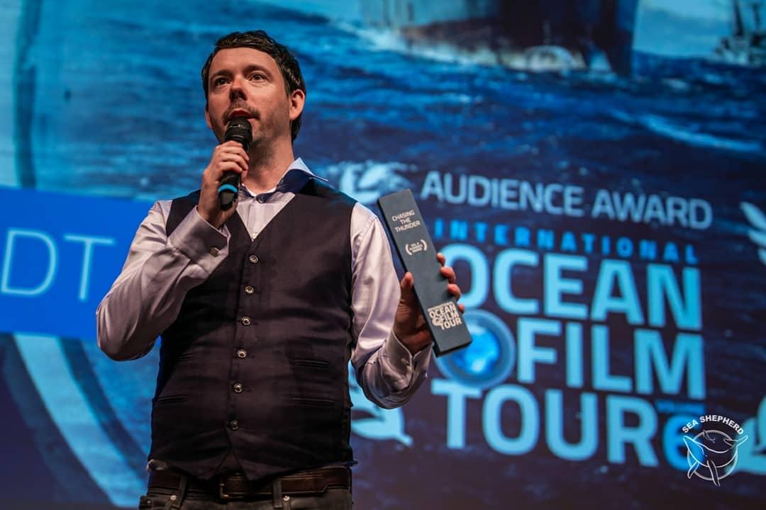 Es un honor recibir este premio sabiendo que quienes votaron por la película son amantes del océano: surfers, buzos, marineros, conservacionistas marinos, activistas... la gente está reconociendo que no es suficiente amar el océano, sino que debes luchar por lo que amas .