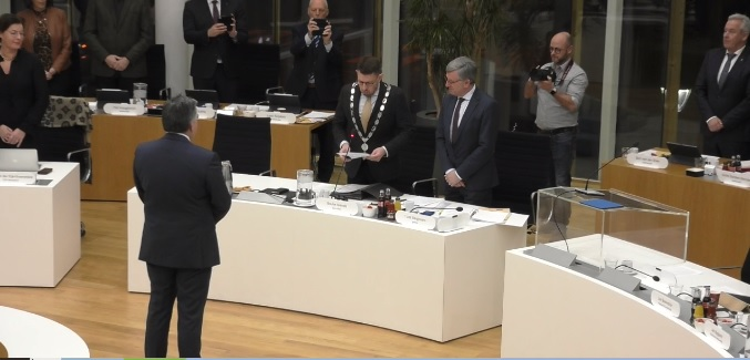 Raadsvergadering (live) in het gemeentehuis https://t.co/VmIBSsGTns https://t.co/wtGwBISFi4
