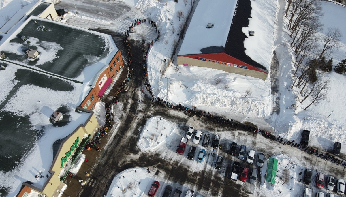 A few more photos of the lineups at the grocery store as everyone gets their first crack at fresh food in 4 days #nlwx #nlstorm2020 #blizzard2020