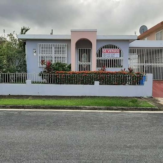Propiedad en venta en Country Club. 3 habitaciones, 2 baños, balcón, marquesina y dos utilidades adicionales con su baño. Precio de Venta 140,000  (787) 604-4841 o (787) 710-3725 Ivette Bulerín Lic.19725 pic.twitter.com/UV87ghPcNN