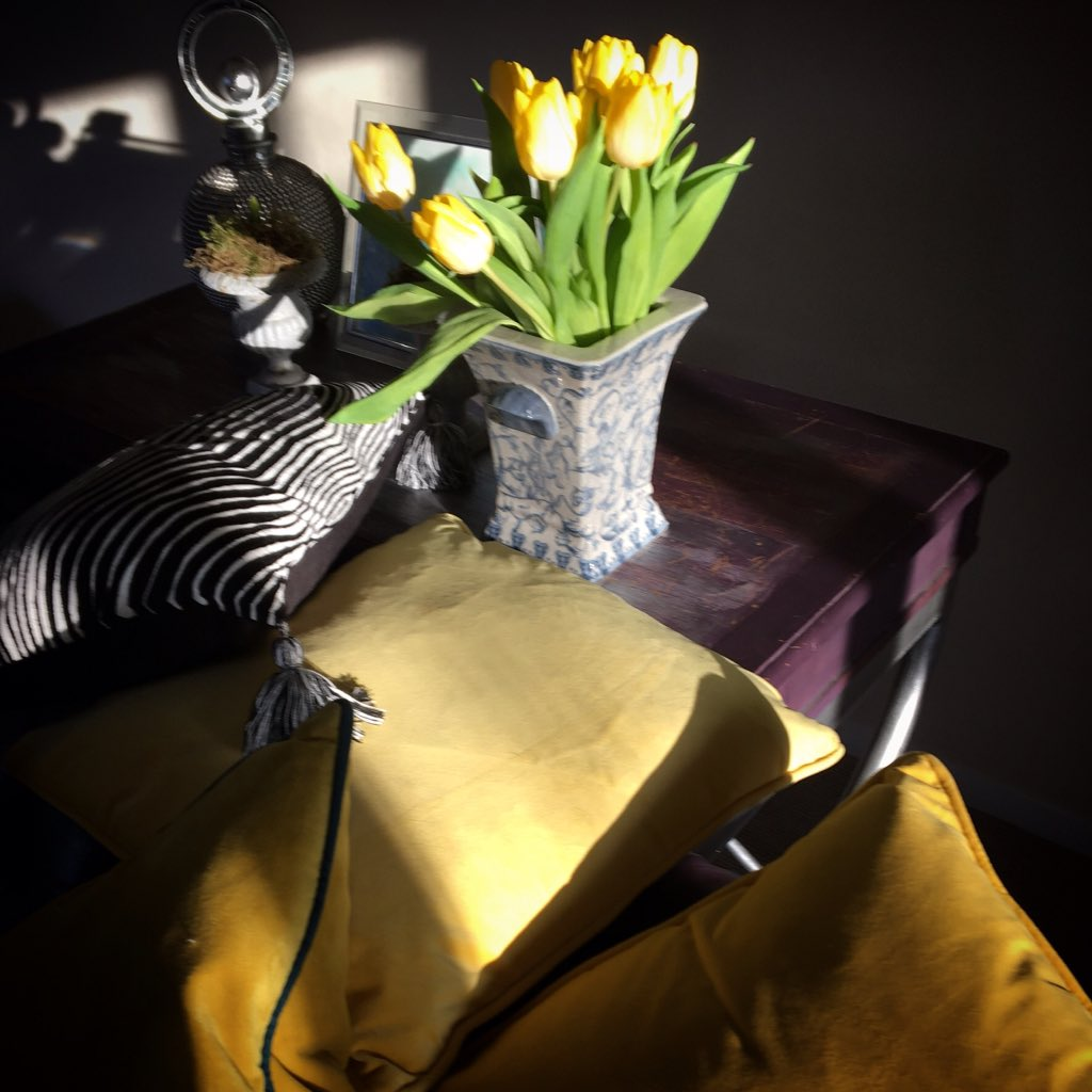 Yellow is such an uplifting colour and helps wellbeing .#Wellbeing #colour #LifestyleBlogger <br>http://pic.twitter.com/dBOKJuUOGw