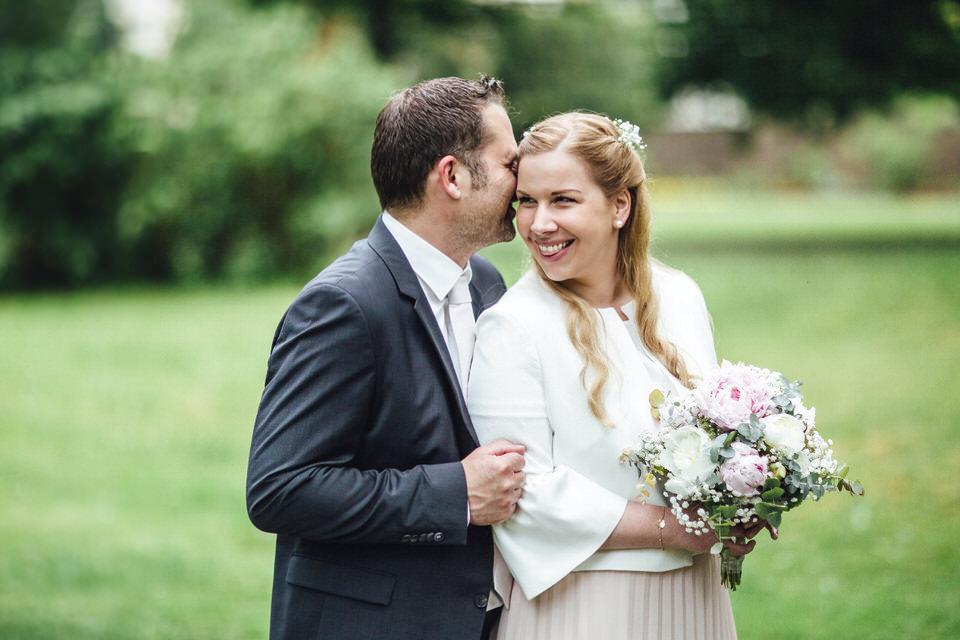 Das liebevolle Brautpaar  Micro-Wedding in Karlsruhe  Bei dieser feinen standesamtlichen Trauung waren wir allein mit dem Brautpaar und konnten viel Zeit in tolle Paarportraits stecken #microwedding #standesamtlichetrauung #hochzeit #wedding #brautpaar #brautpaarshootingpic.twitter.com/Z7XciEEsnT