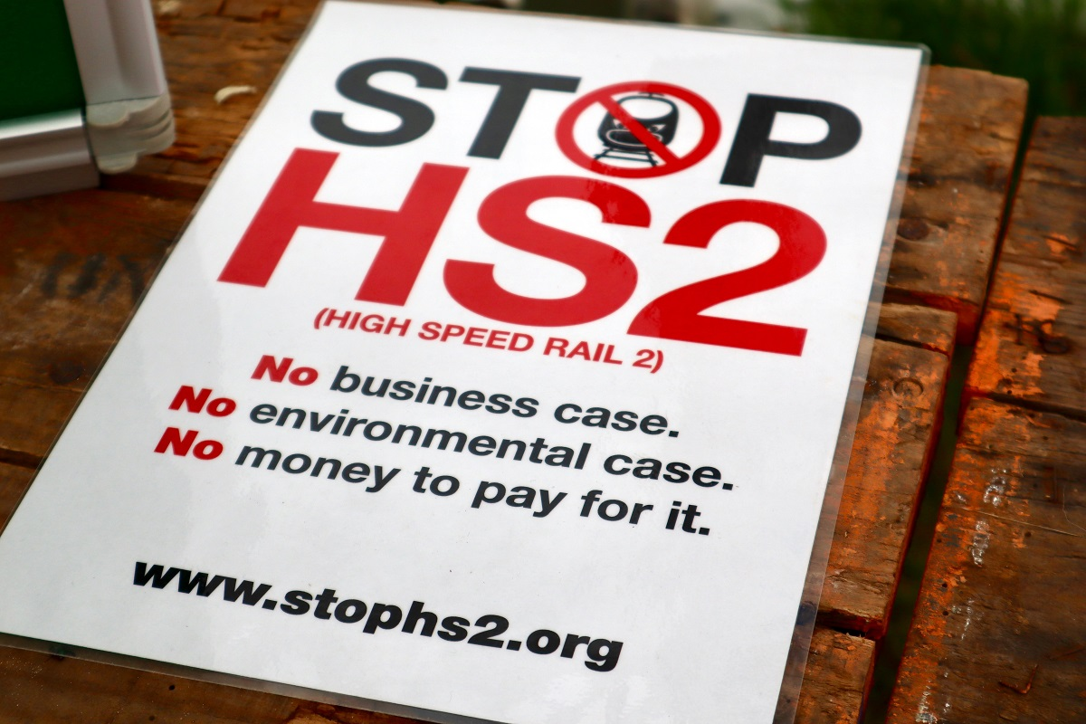 .@craig4nwarks calls on .@BorisJohnson to make a bold decision and scrap #HS2. Retweet if you agree!