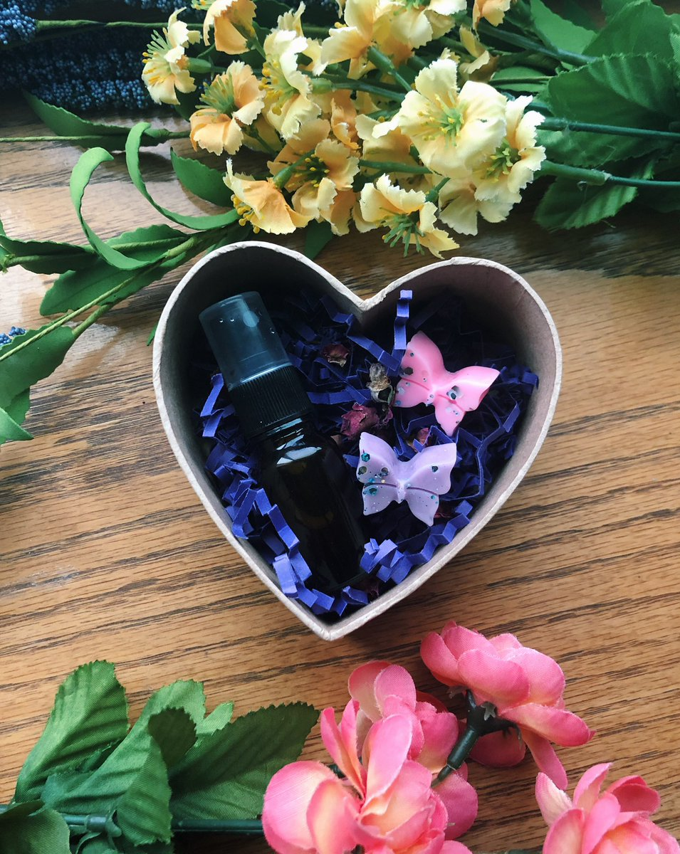 Valentine Bundles  Gift yourself or someone you love some vegan self care goodies  Room sprays, perfume, lotion bars, & more! Along with @magickalmadre wax melts in red currant & honeysuckle jasmine  Bundles coming sunday 1/26 @ 2pm PST! Stay tuned for more info.. <br>http://pic.twitter.com/8Jxuv4hXZB