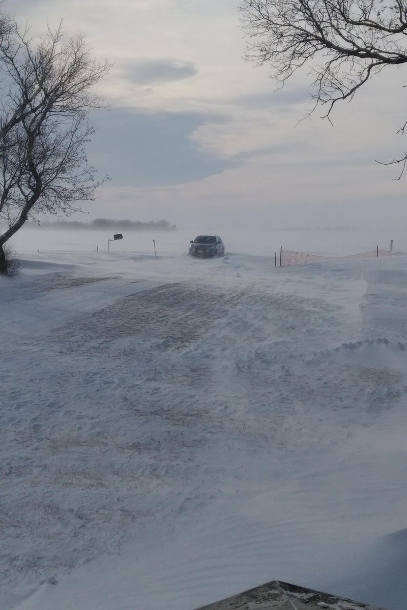 Good new is that I didn't go in the ditch this time! Bad new is that I'm stuck as hell at the end of my driveway. Oh, did I mention that I HATE WINTER?!?!?!?!<br>http://pic.twitter.com/N04Jz69eGI