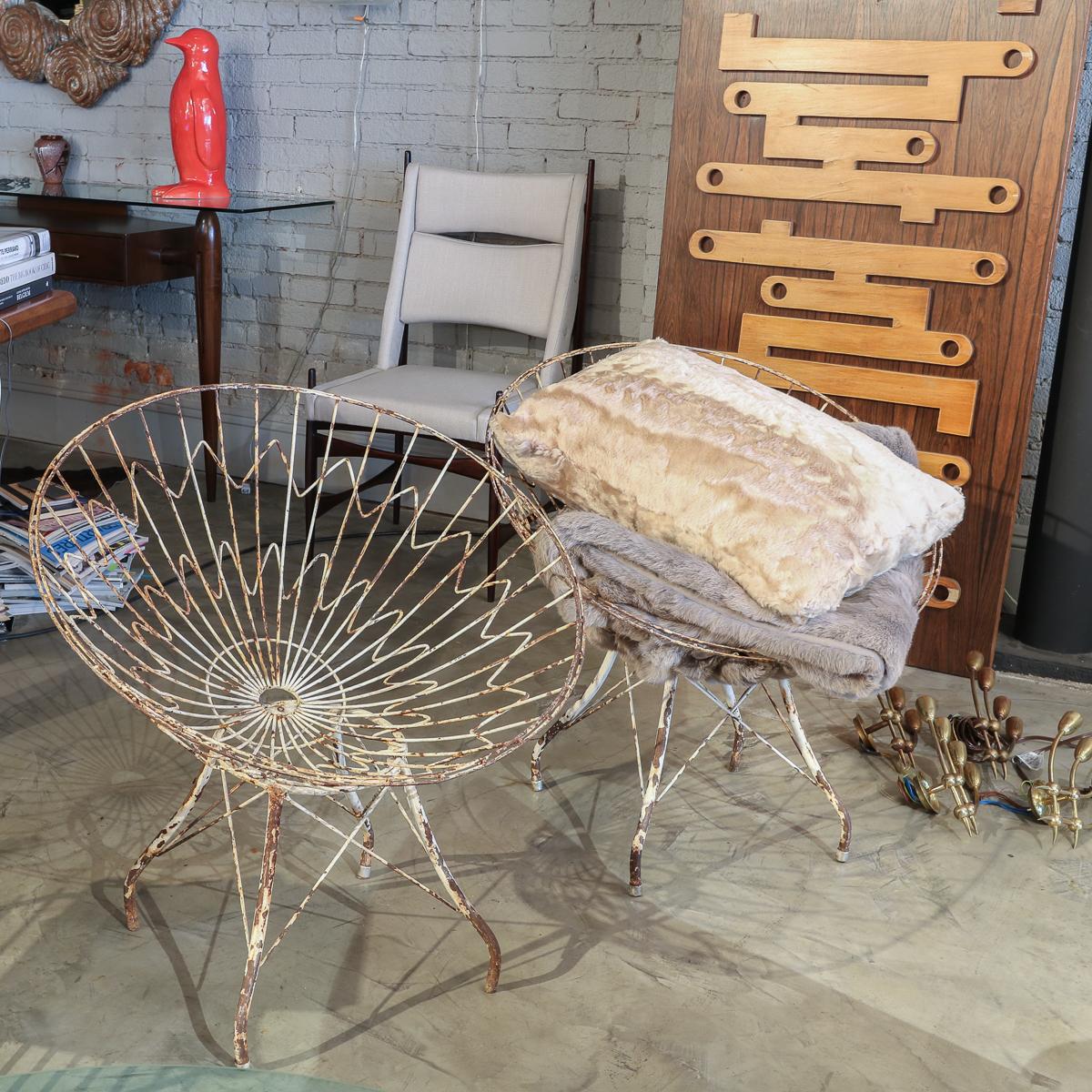 Metal garden chairs.  #adessoimports #midcenturymodern   #interiordesign #midcenturystyle #midcenturyfurniture #modernism #midcenturydecor #midcenturyhome #vintagefurniture #homeinspiration #homeinspo #homedecor #designinspo #interiors #interiordecorating #interiorinspiration pic.twitter.com/s9vdWLp9Kj