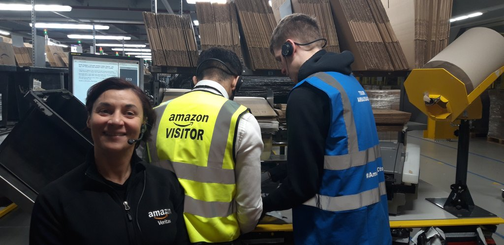 A great opportunity for @FacultyFPOC @OldhamCollege students to see how efficiently inventory is handled at #amazon #M1 #amazonfctours hosted by @sandy64089876. Loved the #robotics