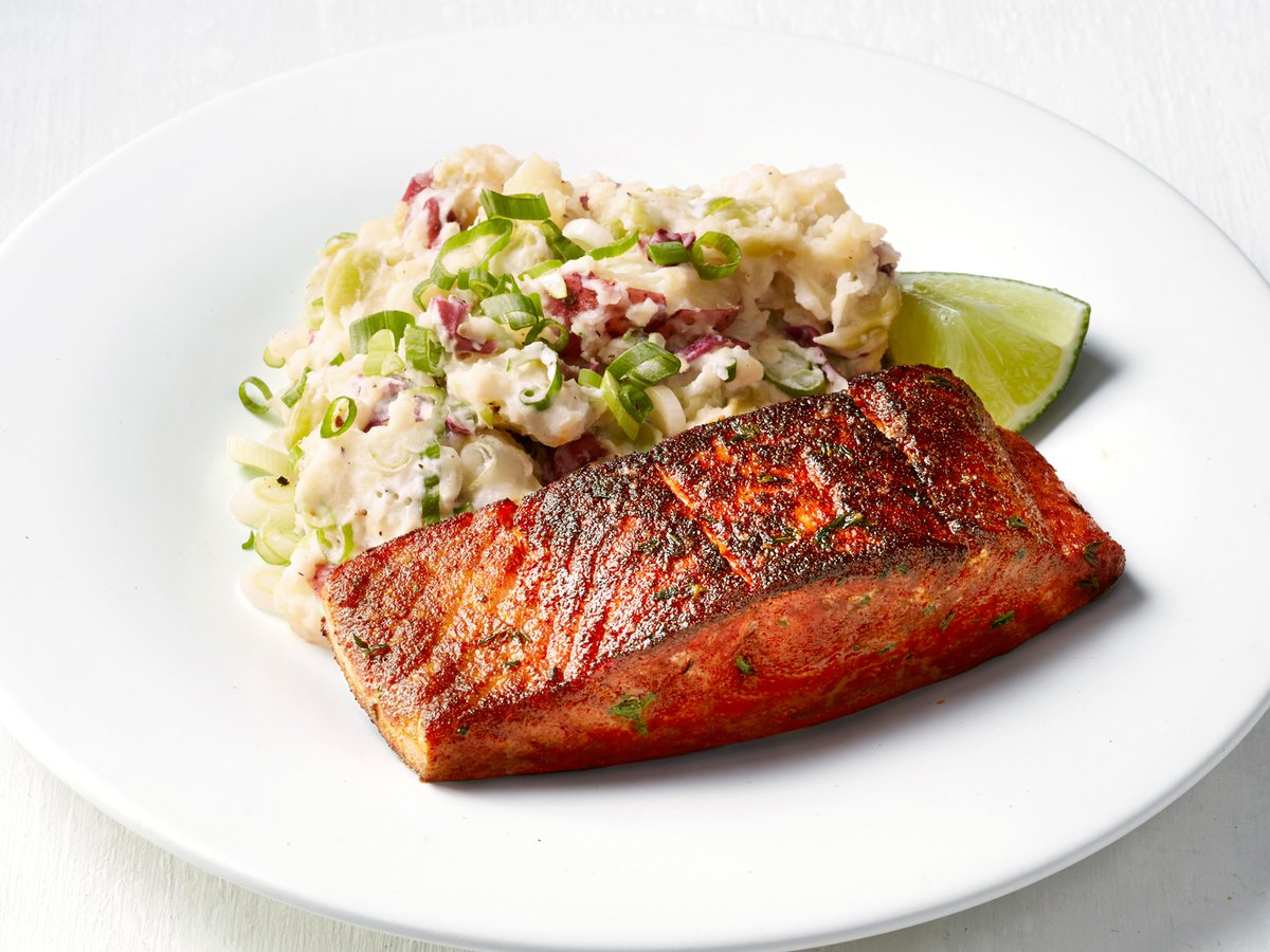 Recipe of the Day: Blackened Salmon with Lima Bean Smashed Potatoes   Save the recipe on your #FoodNetworkKitchen app today:  https:// food-network.app.link/4Ykyfbppf3     !<br>http://pic.twitter.com/WP3nbgLhoz