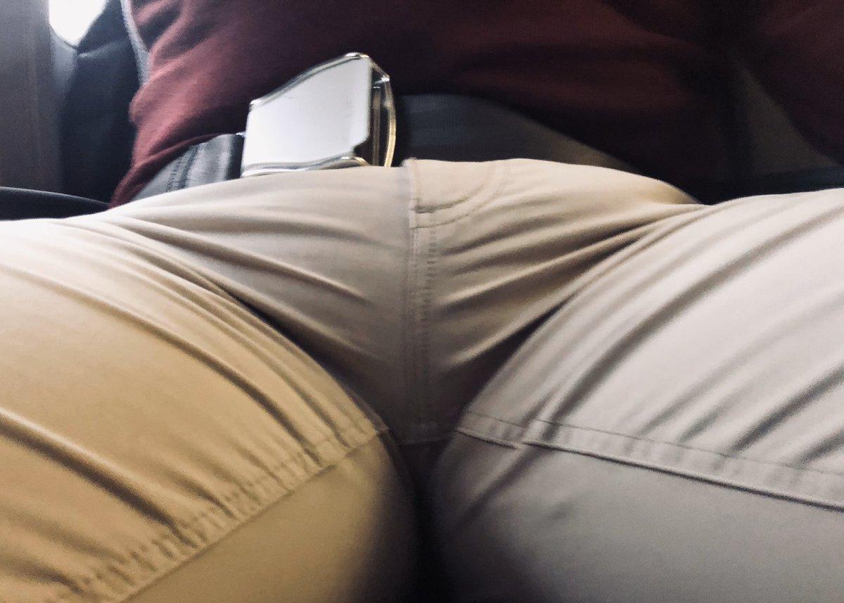 30.000 feet. 20.000 followers. 1 soft-cock #bulge. #bigballs #bulto https://t.co/9OpMSjK6Ah