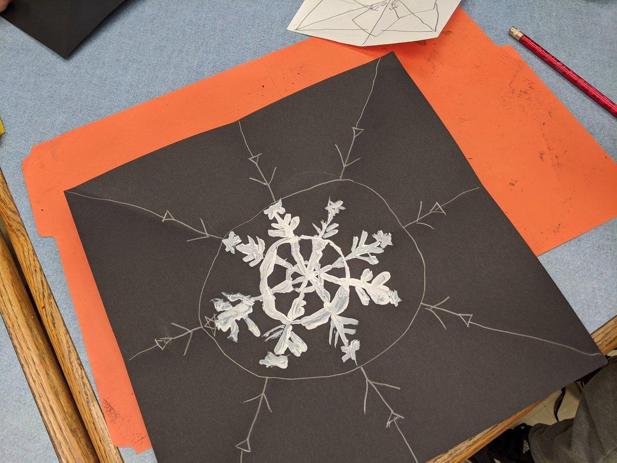 2nd graders making radial symmetry inspired by Snowflake Bentley. #arted #arteducation #iteachart #rvilleproud #snowflakespic.twitter.com/y79o8KdGav