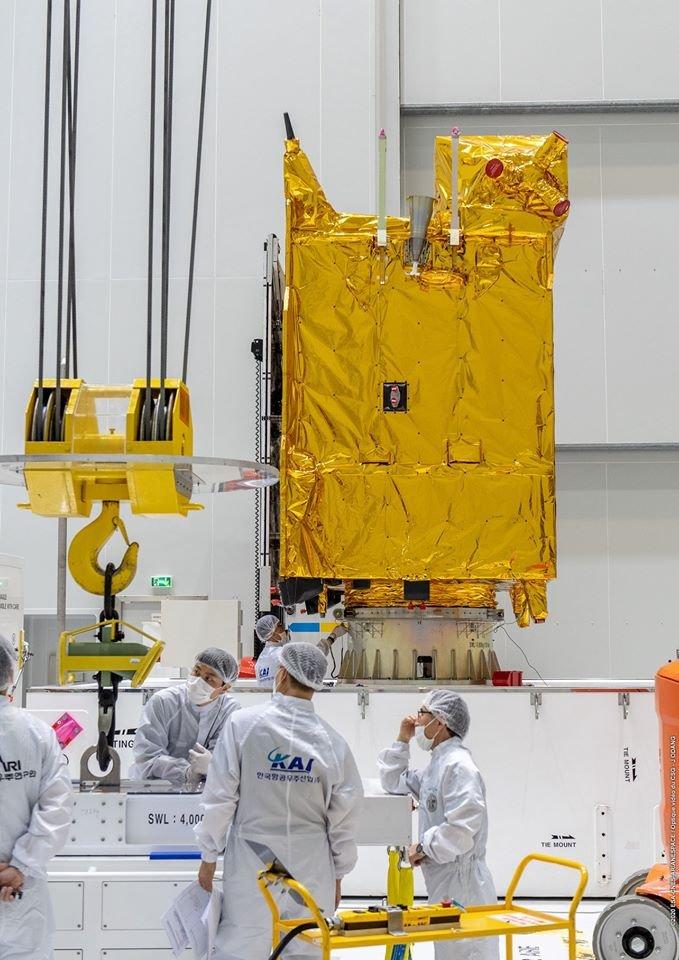 Ariane 5 VA252 (JCSat-17 & GEO-KOMPSAT-2B) - 18.02.2020  EO1EuJQW4AABs_Y?format=jpg&name=medium