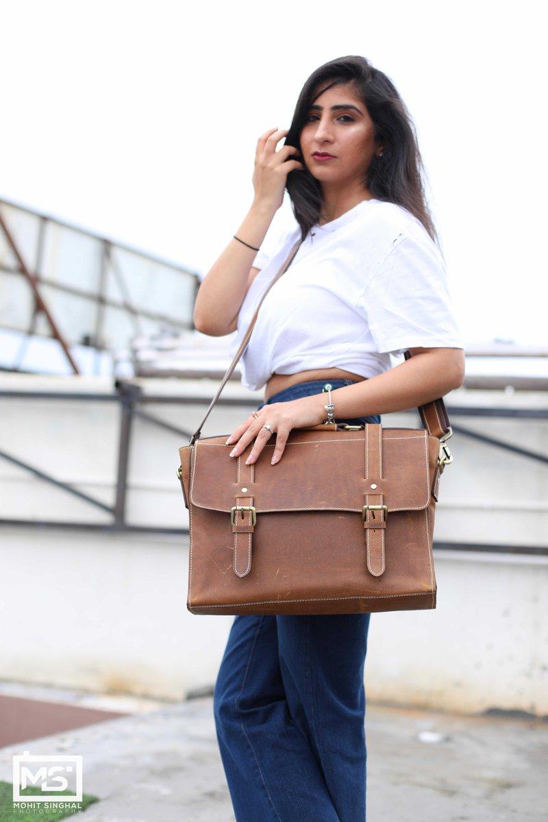 Full Grain Leather Messenger Bag    #MensFolder #MensStyle #Folder #Style #Trendy #Trending #MenInSuits