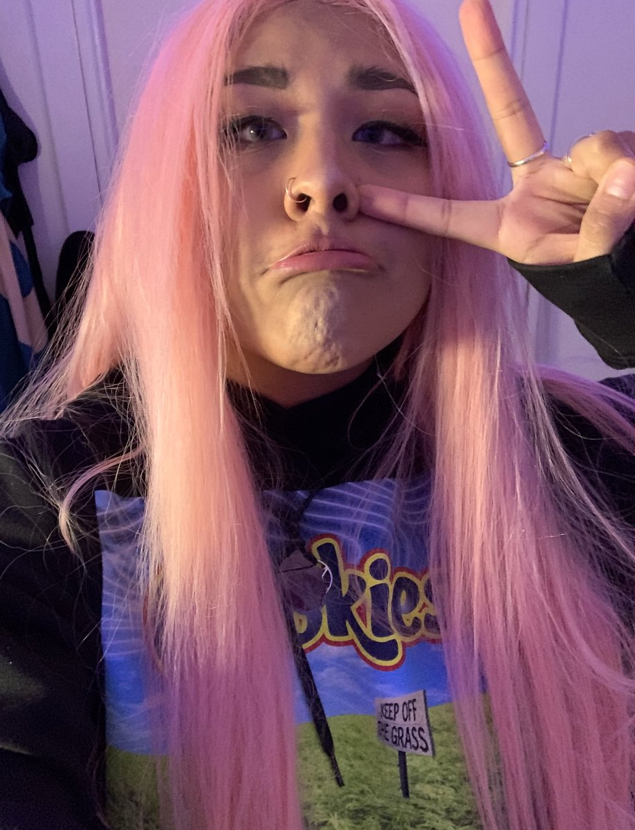 Sup peeps! 🧜🏼♀️ Did a few changes to my stream. I'll be on in 5. #TheWitcher3 first then might head over to #stardewvalley or something lol  ⚔️   #livestream #twitchstreamer #SupportSmallerStreamers #TwitchAffilate @TRetweets20 @TwitchHost  @Twitch_RT
