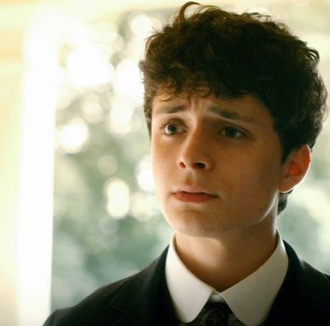There cannot exist a season without  Gilbert Blythe standing at the door. Waiting for (Standing at the door #awaeseason4) <br>http://pic.twitter.com/SPP2QI27Yl
