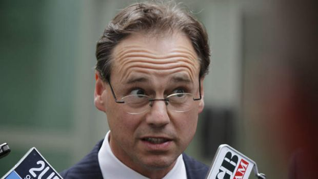 """Hunt acknowledges $175,000 """"grant"""" to a yacht club in his electorate which was not recommended by Sports Australia. He was thanked by the yacht club in a Facebook post to club members """"for all the back room work he did in organising the payment"""" days before the election. #auspol<br>http://pic.twitter.com/qzOxP8E2r5"""