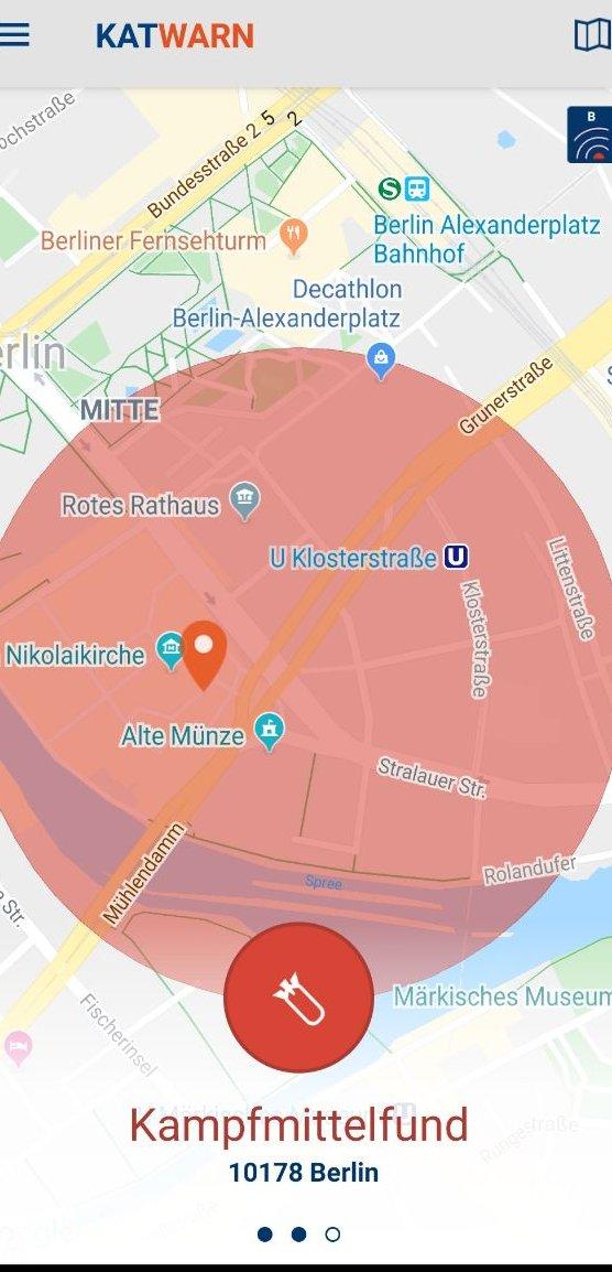 Wenn Sie die #KatWarn-Meldung zur #Weltkriegsbombe in #Mitte nicht erhalten haben, dann muss das an der App liegen. *hust* Es hat nichts damit zu tun, dass die Entscheidungsträger in der #Klosterstraße ebenfalls ihr Dienstgebäude verlassen mussten. #Jetztaber! (#Sorrytweet)pic.twitter.com/QI3wkw8gjZ