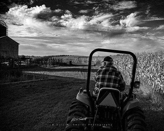 Farm Life Monochrome . . . . . #aurelius, #michigan, #themitten, #clouds, #sky, #canon, #canonphotography, #eos, #ericsmoldt, #ericsmoldtphotography, #blackandwhite, #bw, #monochrome, #bnw, #blackandwhite, #bnw_captures, #bnw_detaillovers, #bnw_fanatics,… https://ift.tt/2uoY50Epic.twitter.com/lz5qGsT2la
