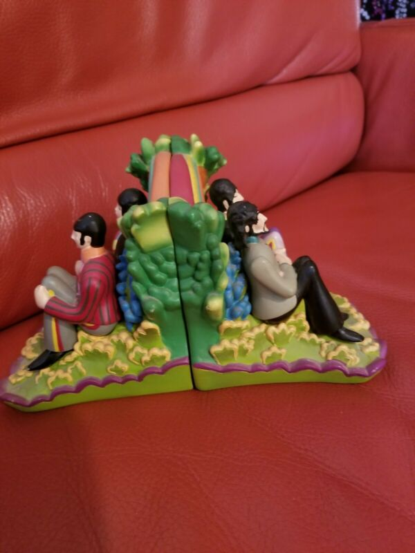 The Beatles: Yellow Submarine Guys: Sculpted Resin Bookends  http://rover.ebay.com/rover/1/711-53200-19255-0/1?ff3=4&pub=5575170770&toolid=10001&campid=5338225372&customid=&mpre=https%3A%2F%2Fwww.ebay.com%2Fitm%2FBeatles-Yellow-Submarine-Guys-Sculpted-Resin-Bookends-%2F164033152252…pic.twitter.com/WxamZwarXj