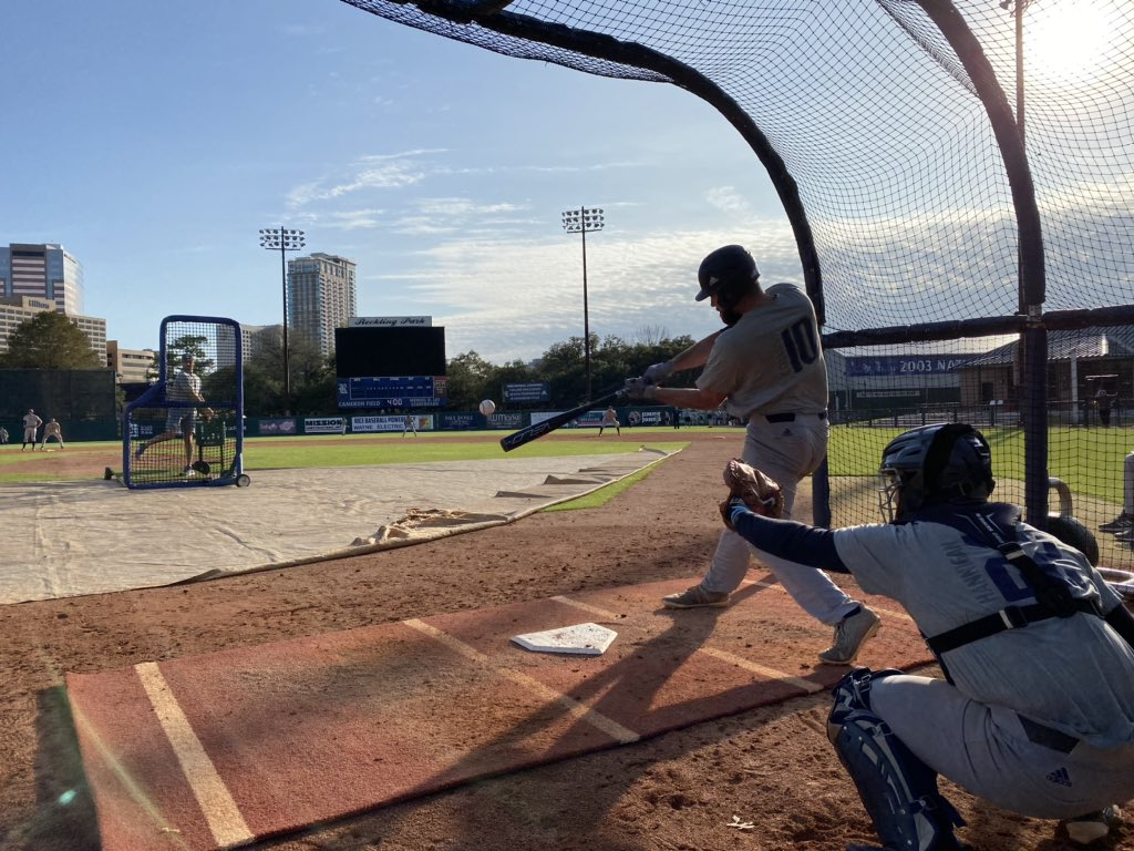 RT @RiceBaseball: Couldn't ask for a more beautiful day at the ballpark.  #GoOwls👐 x #RFND https://t.co/6fXR30x4Gv