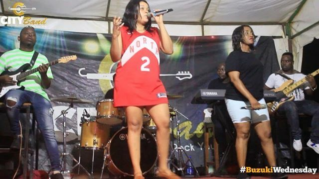 #buzukiwednesday Burudani ya #livemusic kutoka #CityBand. Usipange kukosa Jumatano hii. Come And Let's Dance A Night Away. Wastue marafiki !  #liveband #wednesdayvibes #ubungo #daressalaam https://ift.tt/2NMYZLgpic.twitter.com/yxY6uOfC1p