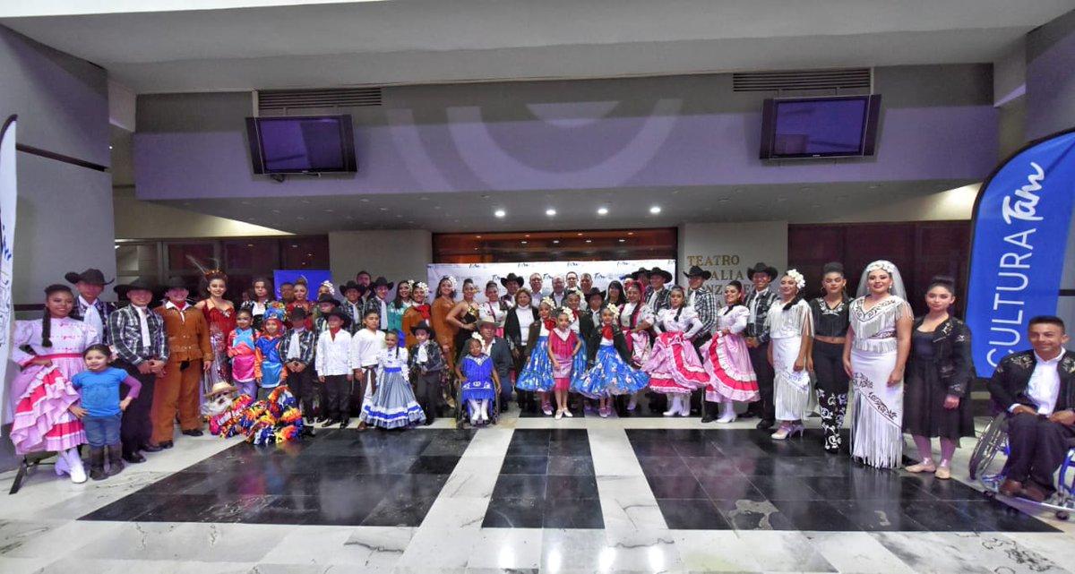 """El @gobtam, por medio #CulturaTam, a cargo de la Lic. @sandraluz_gg, llevó a cabo la pasarela de trajes típicos, """"Orgullo y Herencia"""" en el @Cculturaltam  lleno de color y tradición. #GobTam #TradicionesYRaíces"""