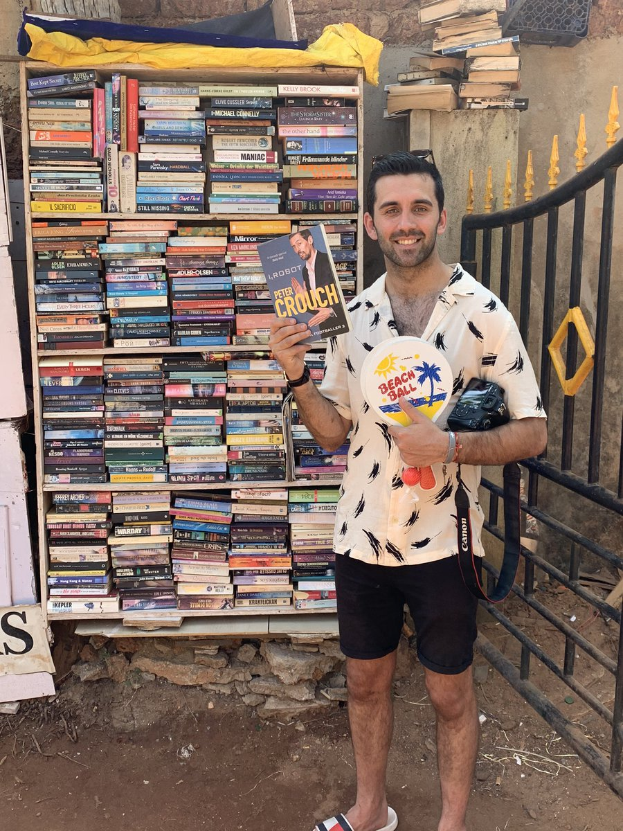 @petercrouch @Chris_Stark @tomfordyce Currently acting as the Indian pod correspondent, passing the pod to locals in Goa. I head to the local library, expecting to see numerous Yoga books. To my astonishment find Peter Crouch 'I, Robot' for 15p #bargain #backstronger #passthepod