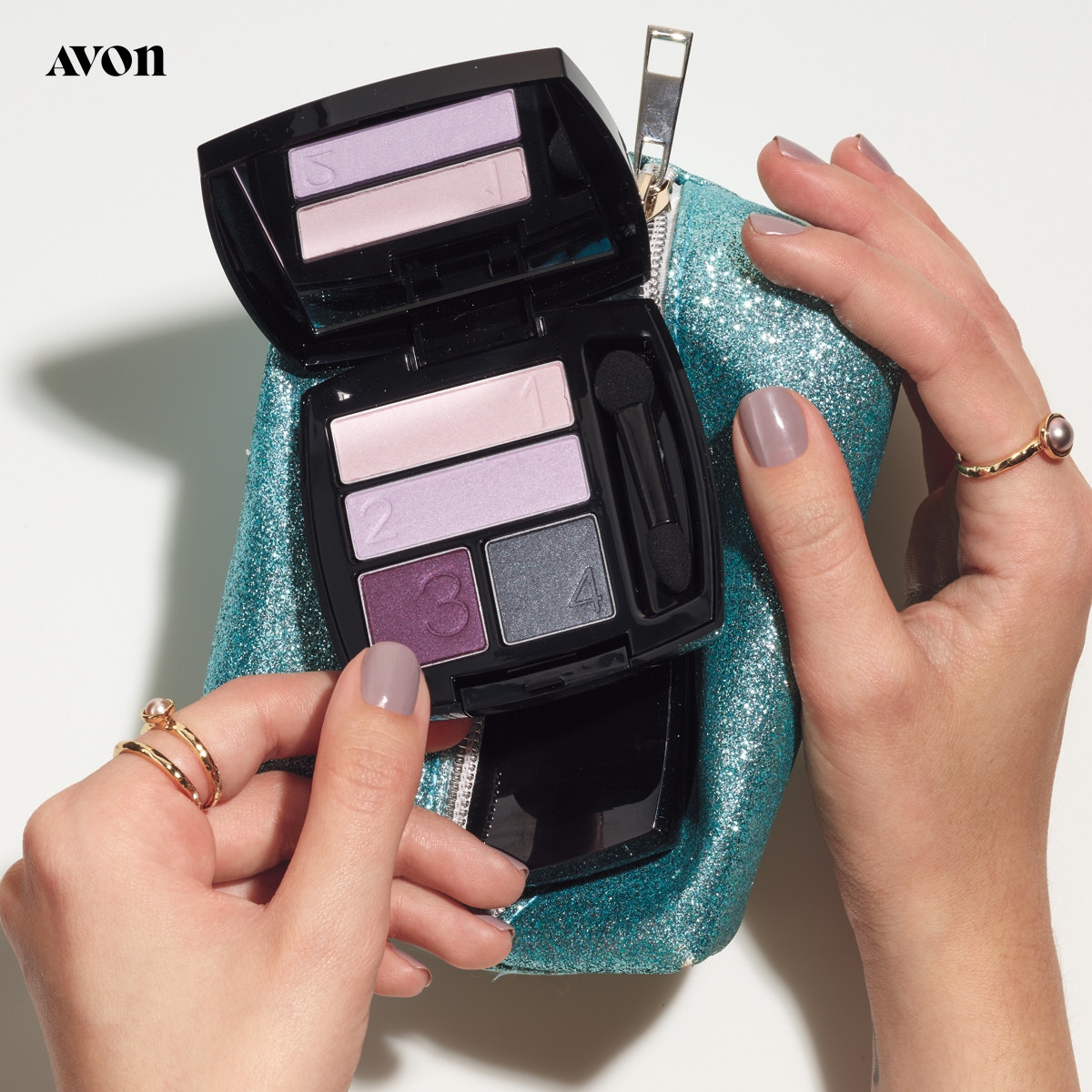 Avon True Color Eyeshadow Quad AVON TRUE COLOR means the color you buy is the color you apply. Now all your favorite lipsticks, glosses, eyeshadows and nail enamel have Avon's acclaimed TRUE COLOR technology.  http://go.youravon.com/3j7swr pic.twitter.com/BdBX2SgNxK