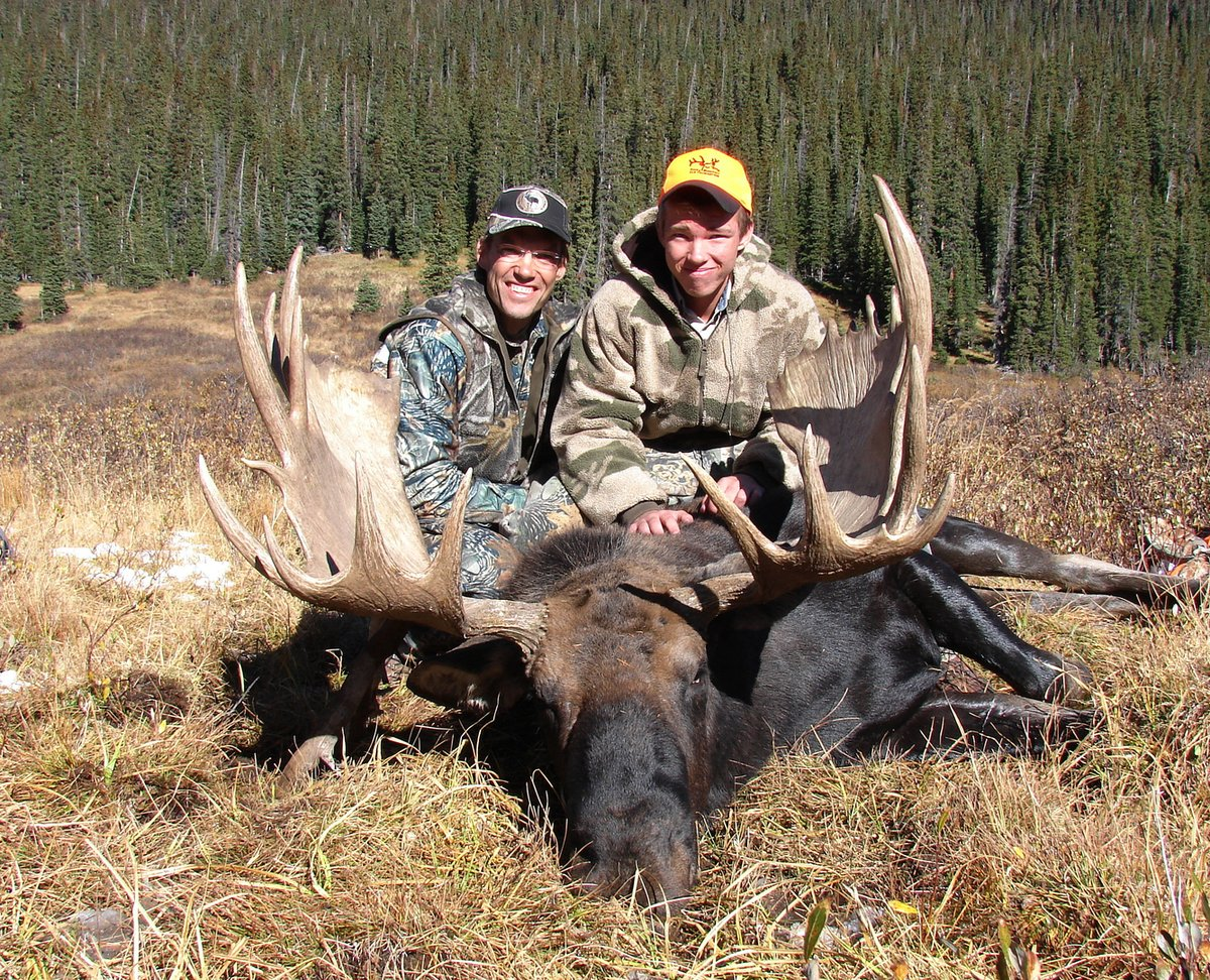 303-776-7528  http://www.discountedhunts.net We are where the elk and the Moose are now ! There is no time to waste, the longer the wait, the more chance of someone shooting your Bull Elk or Bull Moose. Don't miss the License  application deadline date or you are out of the game. pic.twitter.com/sWokmr4Tml