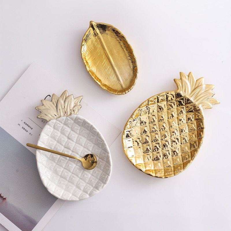 Golden Ceramic Jewelry Plate // Shop:  #Jewelry #JewelryBoxes #Awessories