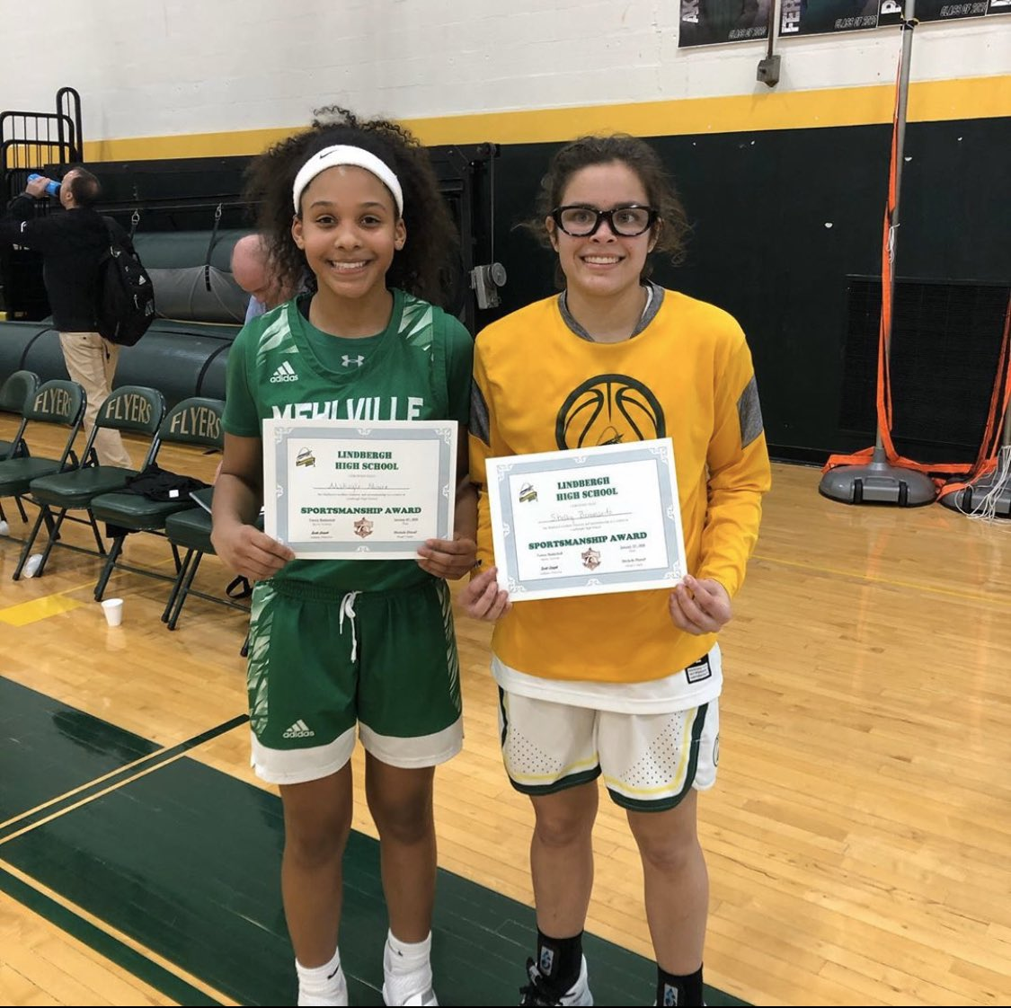 Congrats to Makayla & Shelby for receiving the Suburban Sportsmanship Award for tonight's game!