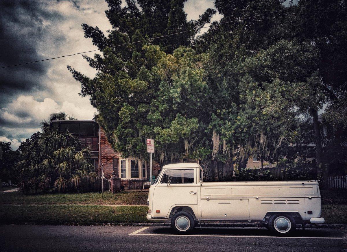 Classic VW Bus Pick-up. #vw #Volkswagen #retro #vintage #photography #justgoshoot #vwbus #volkwagonbus #classiccars #floridapic.twitter.com/xVfZDDCS1F