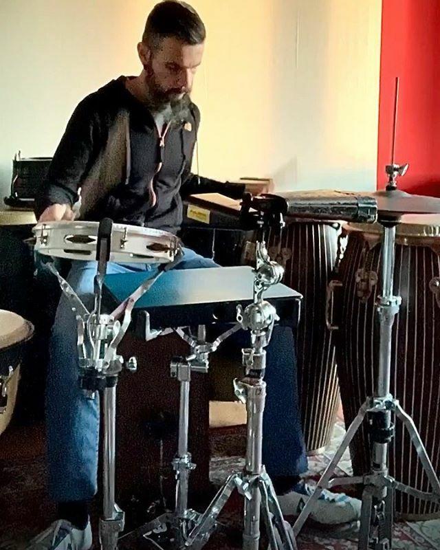 . COORDINAZIONE ED INDIPENDENZA 15 FEBBRAIO 2020 /// #leodiangilla #iplaypercussion #percussions #percussion #percussionist #percussionista #tycoonpercussion #tycoonartist #workshop #masterclass #groove #rhythm #coordination #latin #musicianlife Watch #Instavideo:https://ift… pic.twitter.com/7zvZtq4KHj