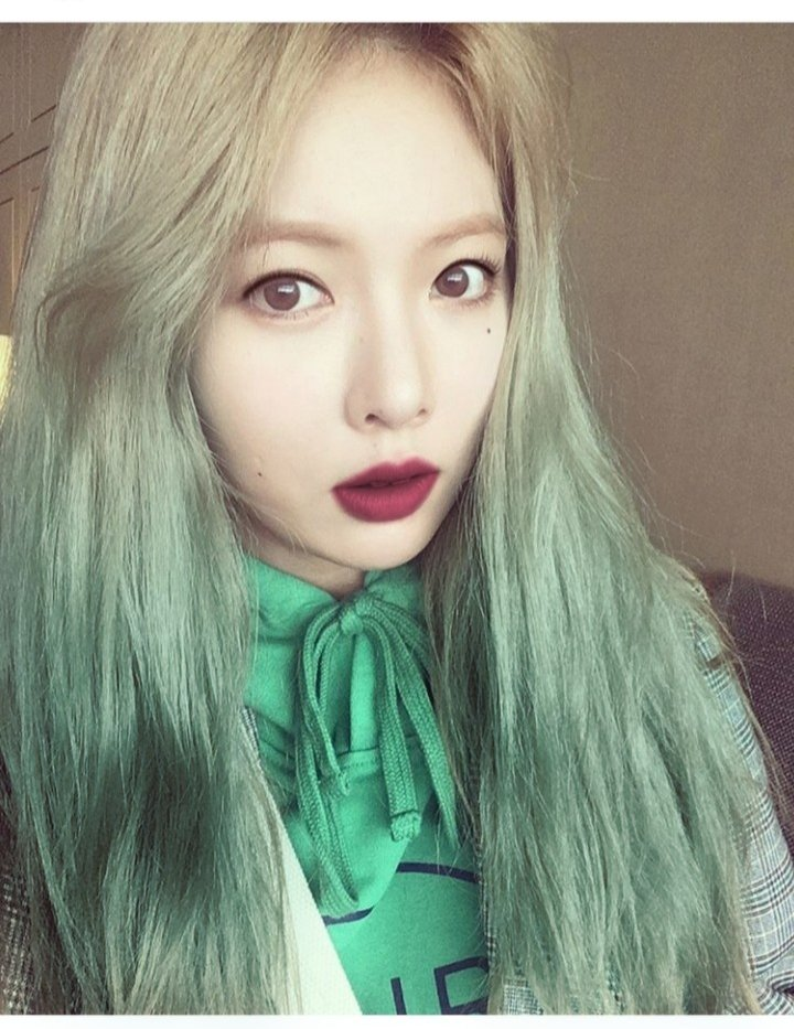 #KimHyunA with green hair ! A Look for the fall ! #ALook #model #matt #hairdye #hair #HyunA #kpop #flowershower #cute #sexy #beautiful  #visual