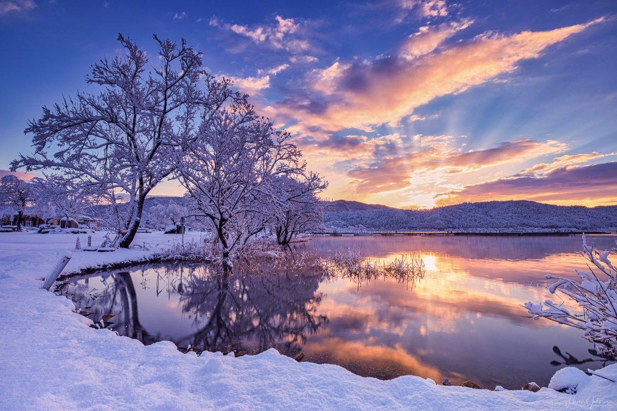 #名所 #絶景 #フォトコンテスト 毎日1作品にマップカメラで使える1000円分のポイントをプレゼント! https://www.every-photo.com/html/202001_zekkei/…  本日の受賞作品はこちら  Hasan Jakariaさんご投稿の滋賀で撮影した絶景 「Winter Morning」 https://www.every-photo.com/photo/4eafe550-3cc4-11ea-8205-8fb5cab2d32a…  おめでとうございます  #Canon #Eos5Dmark4 pic.twitter.com/pqg3wsOnN4