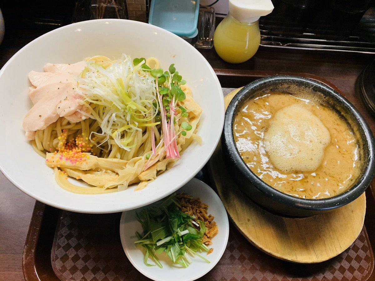 久世日記『麺のようじ@大阪市中央区』のブログを更新。2013年、大阪拳としてのオープンから常に行列店の「麺のようじ」さん。看板の「鶏どろつけ麺」を久々に頂きました。濃厚だけど上質、盛り付けから芸術性を感じるというさすがのつけ麺でした!#麺のようじ #大阪ラーメン→