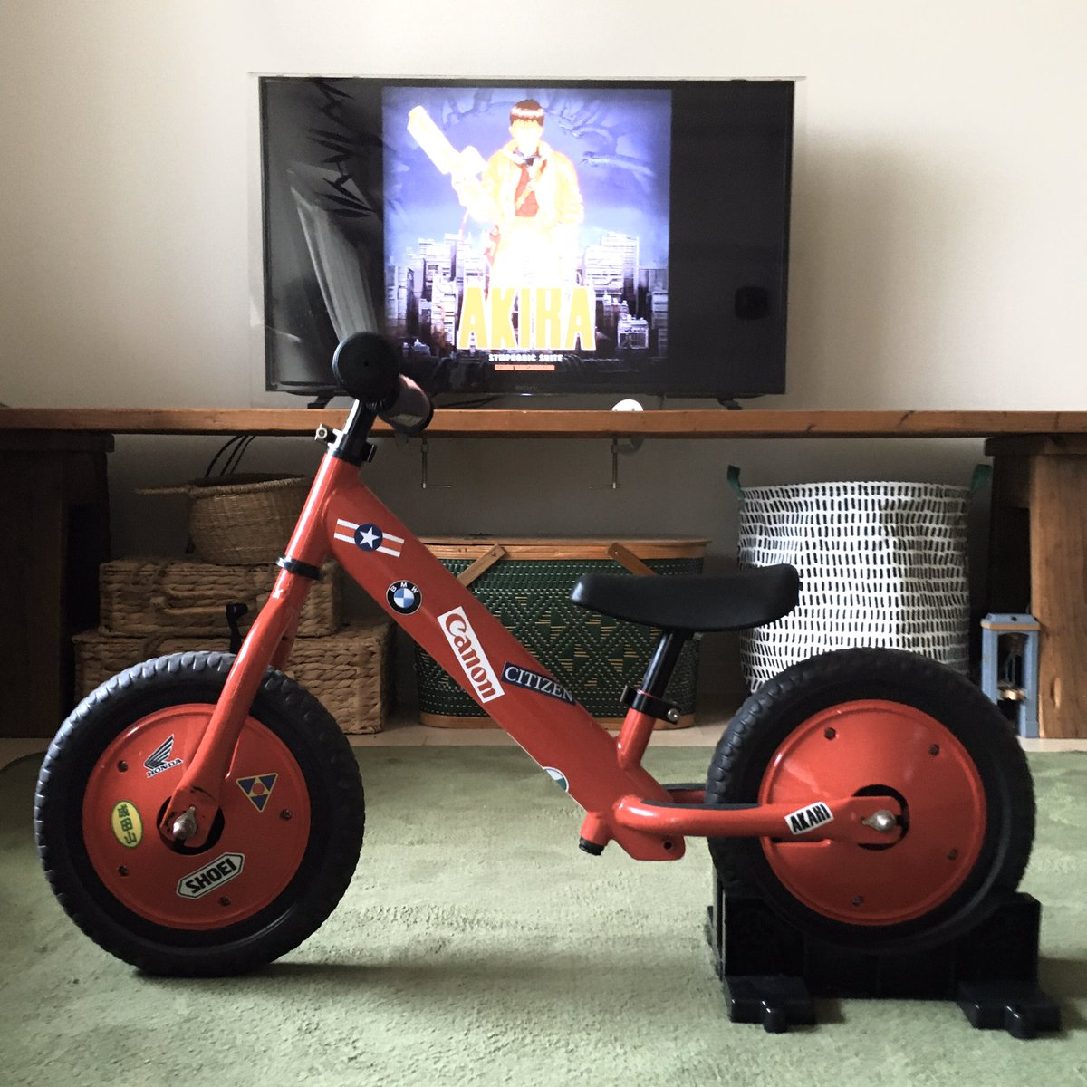 AKIRA「金田のバイク」ストライダーバージョンできた。2歳の息子にはピーキー過ぎるかもしれん。