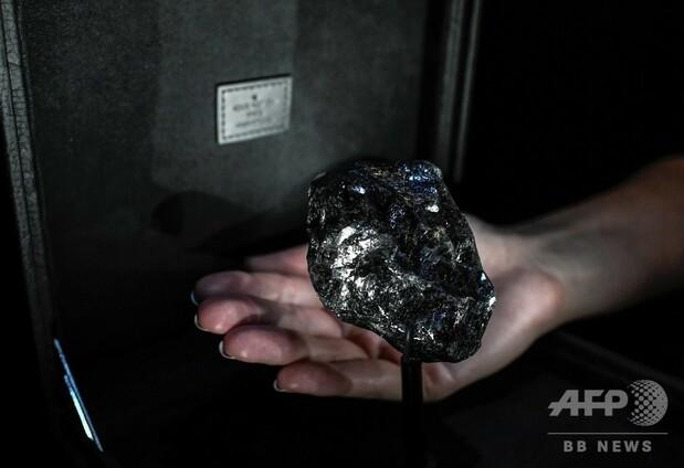 【でかい…】ルイ・ヴィトン、史上2番目に大きなダイヤ原石を披露1758カラットで大きさはテニスボールほど。ルイ・ヴィトンは、高級ジュエリー市場に一石を投じる狙いがあるという。