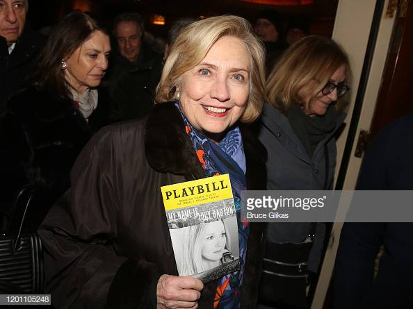 """Hillary Clinton poses at the hit Manhattan Theatre Club play """"My Name is Lucy Barton""""on Broadway at The Samuel J Friedman Theatre.  More  Celebrity visits on #Broadway https://bit.ly/3avhuOd  #HillaryClinton #LauraLinney #MyNameisLucyBarton #Broadway @HillaryClintonpic.twitter.com/NGkmaPyckN"""