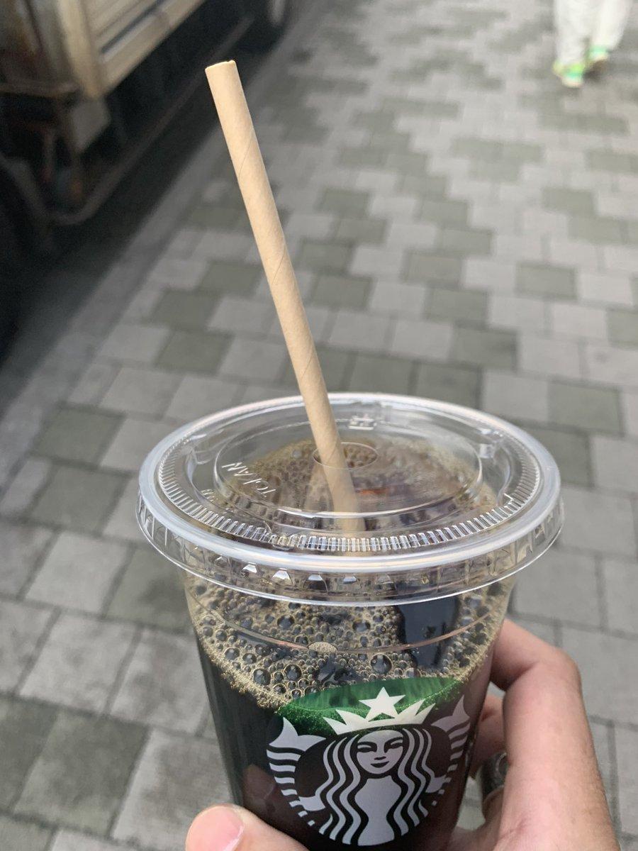 紙のストローがどうしても慣れないのですがこれ逆にカップを紙にしてストローをプラスチックにするとみんな幸せなんじゃ。。。