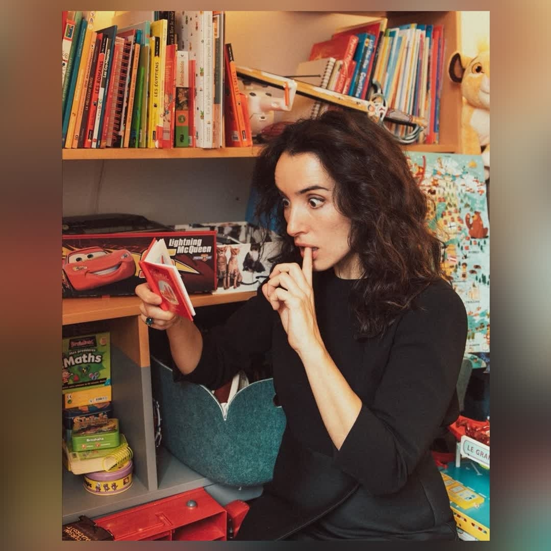 ✦ BIEN ENTOURÉE ✦ @isabellevitari quand elle lit tous vos commentaires positifs sur son one woman show au #petitpalaisdesglaces  𝚖𝚊𝚛 & 𝚖𝚎𝚛 20𝚑 http://bit.ly/IsabelleVitari   #humour #theatre #sortiraparis pic.twitter.com/ok1Cim9l2W