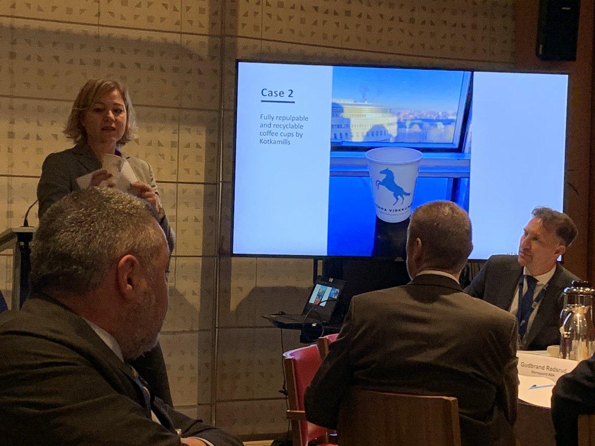 Aamu alkoi Brysselissä #circularnordic-aamiaisella, jossa puhuttiin pohjoismaisista #kiertotalous-ratkaisuista. Käytännön esimerkkeinä nostin puheessani esiin @Kotkamills muovittomat pahvikupit ja @SpinnovaLtd puukuitukankaan. Loistavia innovaatioita! #biotalous #metsät