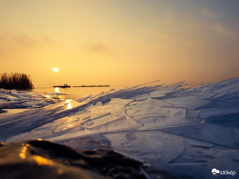 🌤 Egyre nagyobb területen veszi át a napsütés az uralmat. Mi várható ma? 👉   /Szkok Bálint Révfülöpön készített fotója/