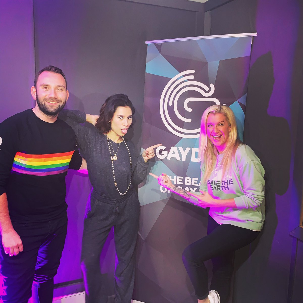 Please don't touch 🤚@raye is on with @TheJessieBrooke and @thisismattcrabb until 8:30am 😍
