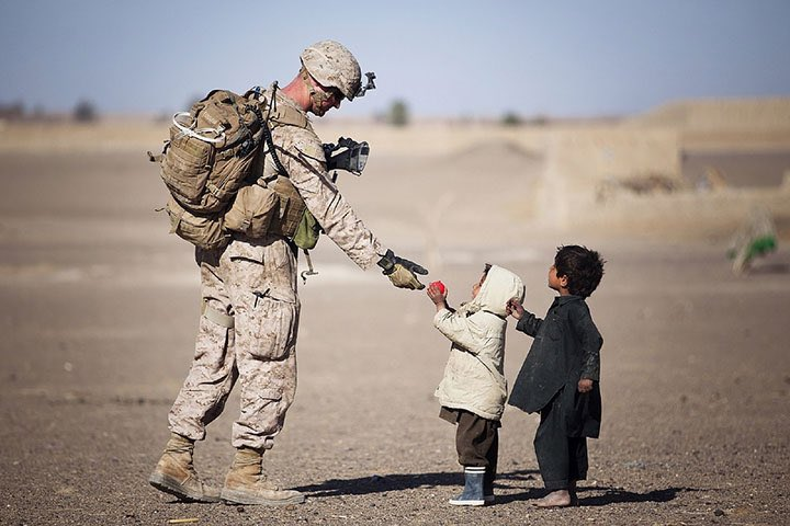 What does this picture say to you?  #WednesdayMotivation #WednesdayWisdom  #MilitaryRespect  #EqualityForAll  #DiversityIsOurStrength<br>http://pic.twitter.com/oHPyGDYm7g