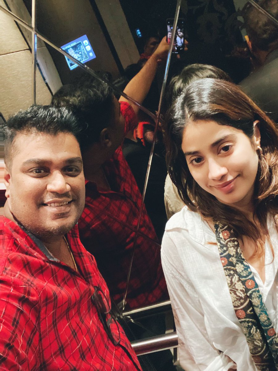My First Selfie ❤️ . . . . . . #bollywood #actress #janhvikapoor #janhvi #pulsefilm #xelfies #instacanvasind #portraitsindia #main_vision #ranjanb #photography #ranjanbhattacharyaphotography  #portraitsofinterest #indiaphotoproject #portrait_vision #vscomag #like4like #like