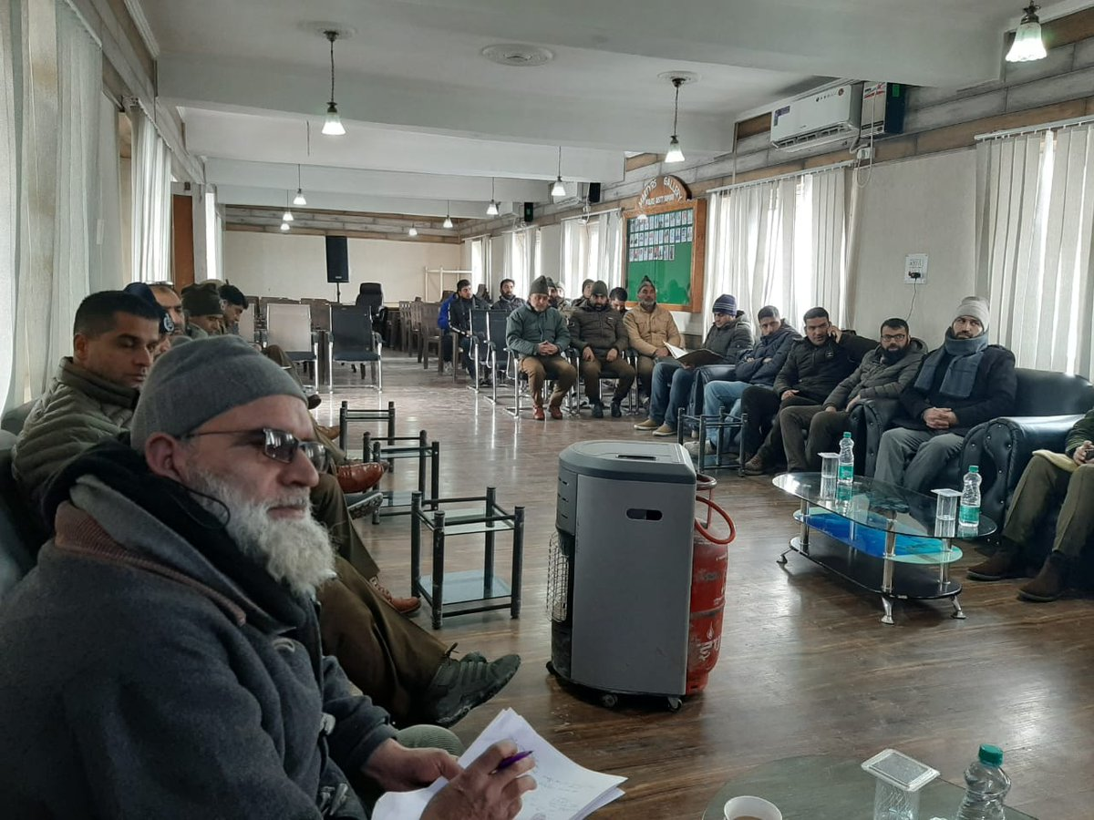#Sopore #Police organised a day long #workshop on #juvenile justice at DPL Sopore. Local officers attended the workshop during which various aspects pertaining to child #rights & juvenile #justice were discussed. @JmuKmrPolice