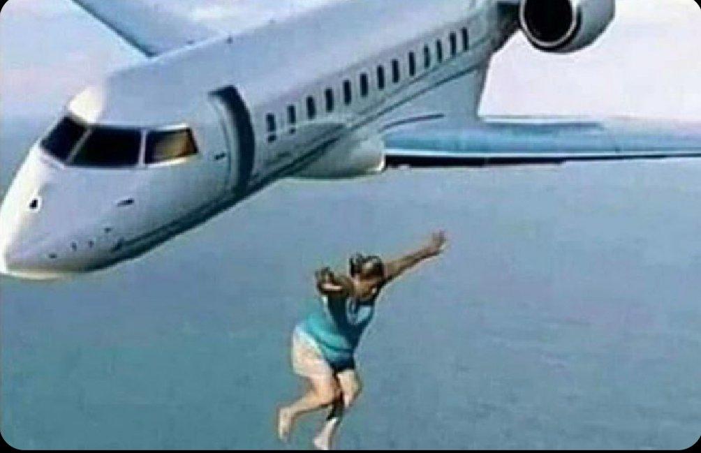 Oubliez pas que dans une vie c'est important de AU MOIN faire une fois un saut sans parachute d'un avion  (Oui j'ai bien dit SANS parachute toute façon tu pourra le faire que 1 FOIS)#igers #instadaily #instagram  #photooftheday #instagood #instamood #followforfollow  #likeforlike