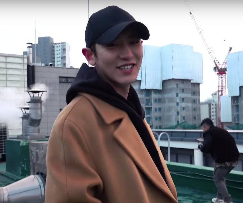 """Welcome back to LOEY channel, I'm about be doing something different today. You guess it right, it's a vlog featuring my not so discrete boyfriend, Byunnie! Come on sweetheart, show yourself,"" Chanyeol says to the camera, when Baekhyun who tries to walk hurriedly in front of him <br>http://pic.twitter.com/aipQDPh1sM"