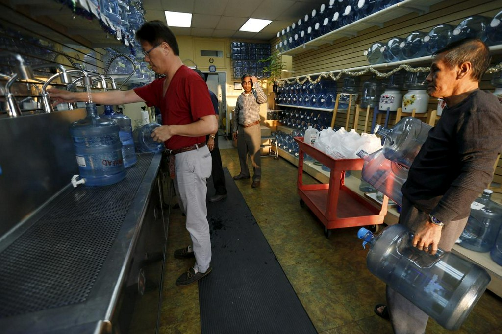 U.S. drinking water widely contaminated with 'forever chemicals': report